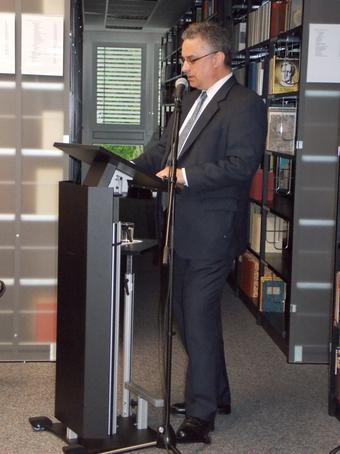 Hartmuth Becker bei seinem Vortrag